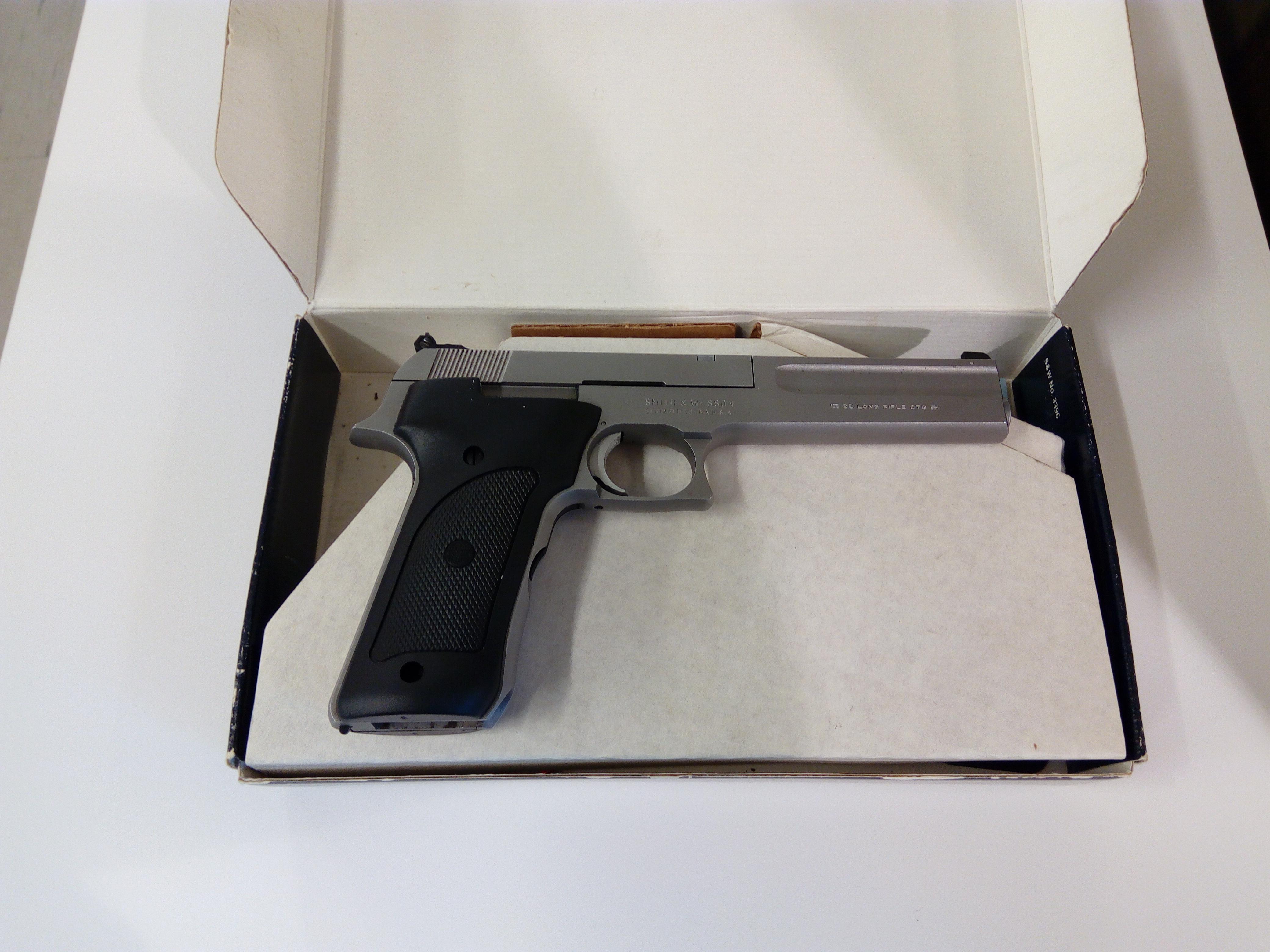 Smith&Wesson mod.2206 .22lr 1/2 autom.käytetty  MT